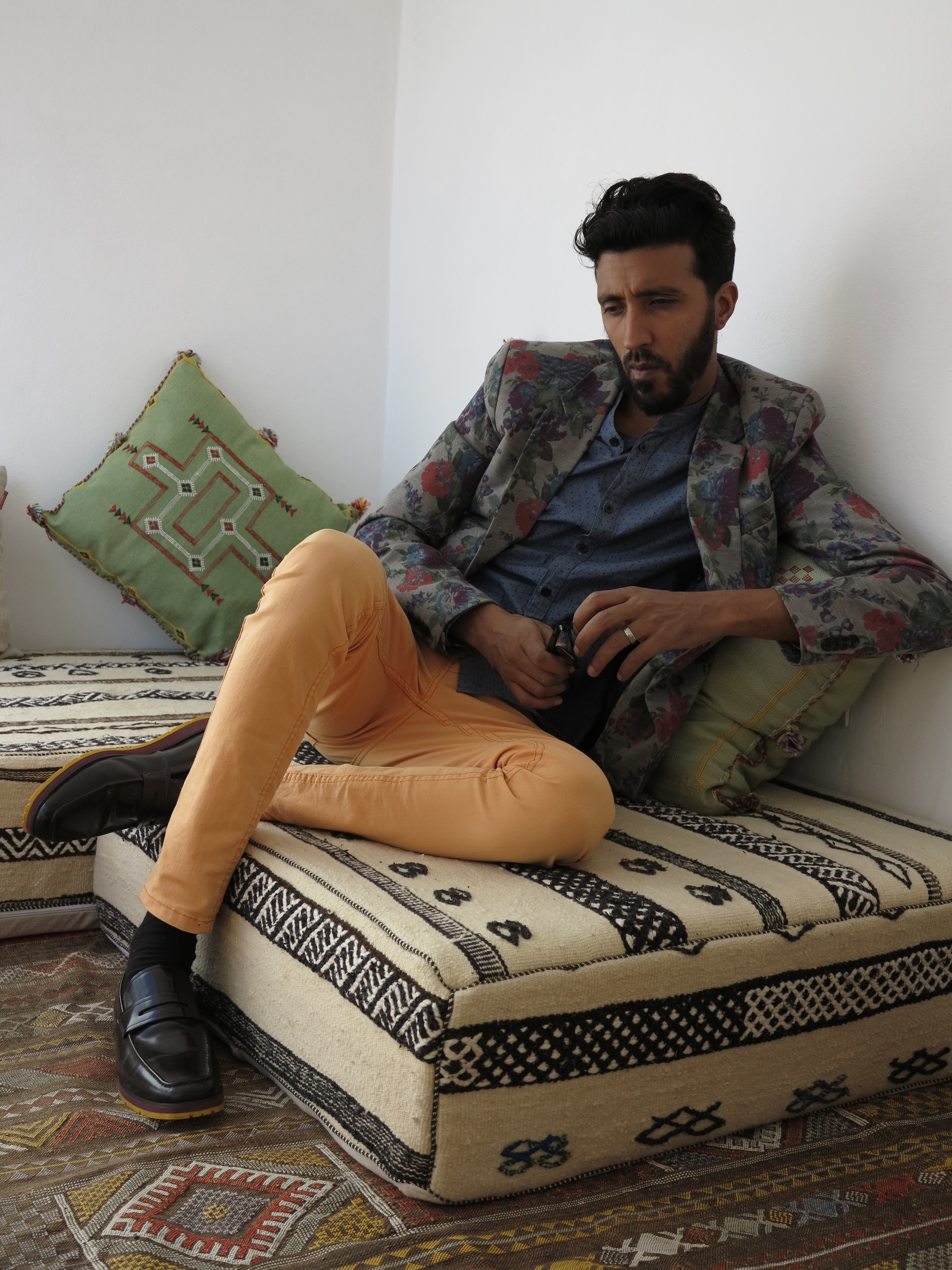 je compose en meditation maitre musicien marocain TARIK BATMA